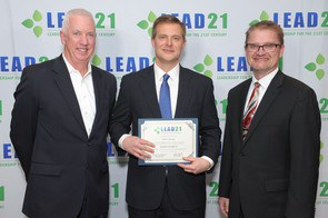Burt Staniar, center, displays his LEAD21 certificate, flanked by LEAD21 program chair Mike O'Neill, from the University of Connecticut, left, and LEAD21 board chair Brian Kowalkowski, from the College of Menominee Nation. Image courtesy of LEAD21